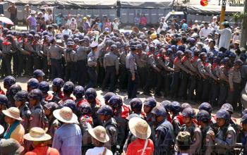 Letpada, Bago Division Student demonstrators hold a sit-in on March 3, 2015. (Photo: JPaing / The Irrawaddy)
